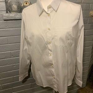 NWOT White collared Banana Republic shirt. Size M.